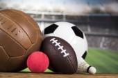 Fényképek Sport felszerelések, és a golyók, stadion háttér