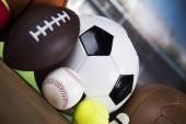 Vítězný pohár, Sportovní vybavení a míče