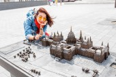 Fényképek Traveler woman looking at Miniature model of Hungarian Parliament in mini park in Budapest