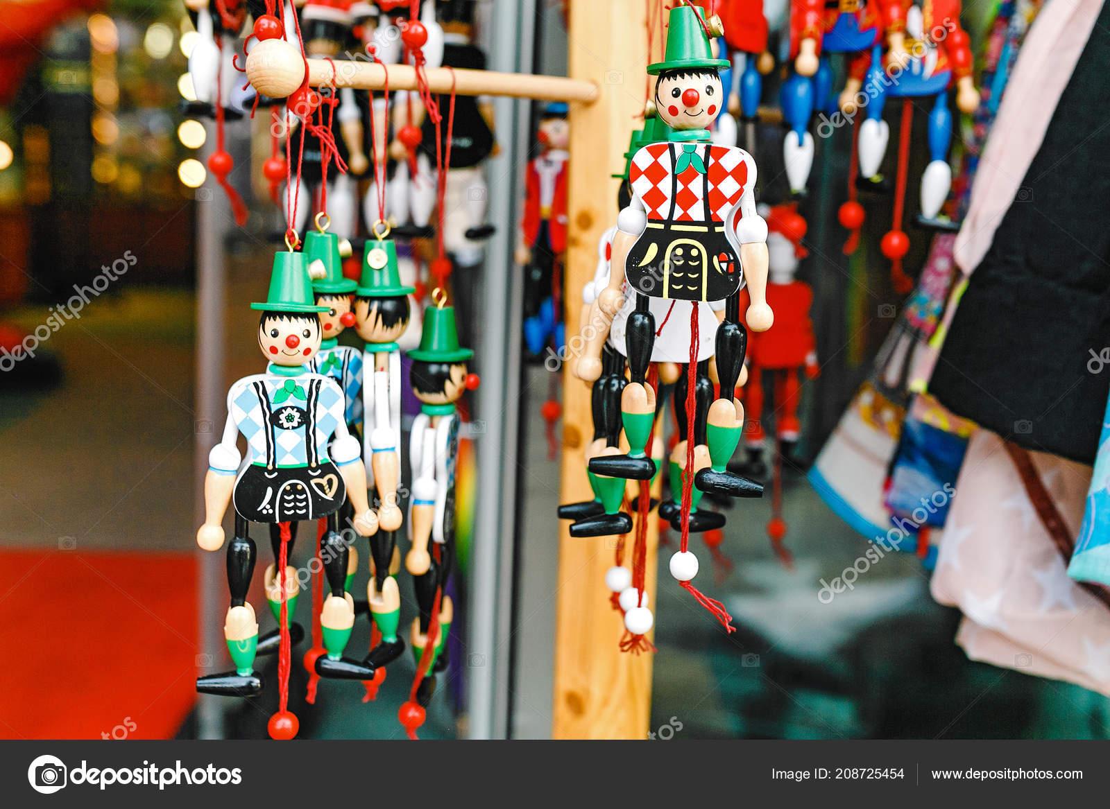 Muñecos Madera Juguetes Muñecos Para Venta Mercado Recuerdos Alemania —  Foto de Stock 30c4fc06a66