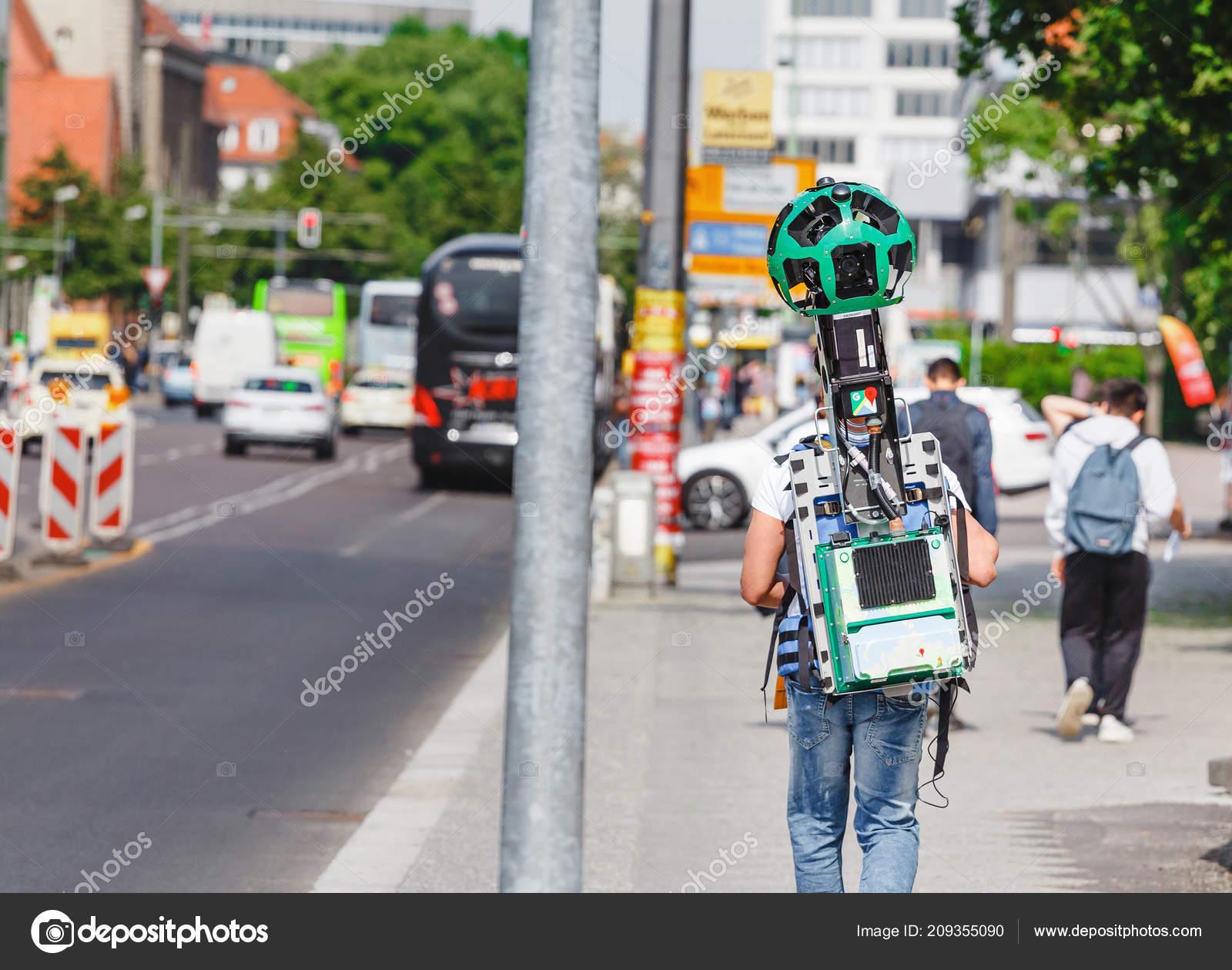 Mayıs 2018 Berlin Almanya Google Corporation Genç Adam şehir Cadde