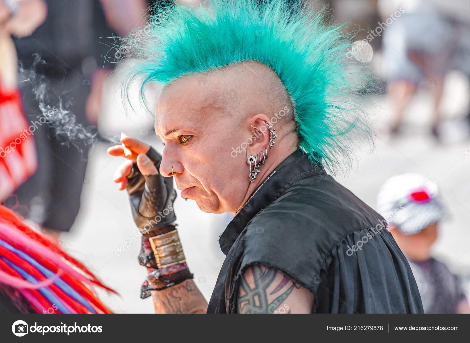Leipzig Alemanha Maio 2018 Expressivo Metaleiro Punk Com