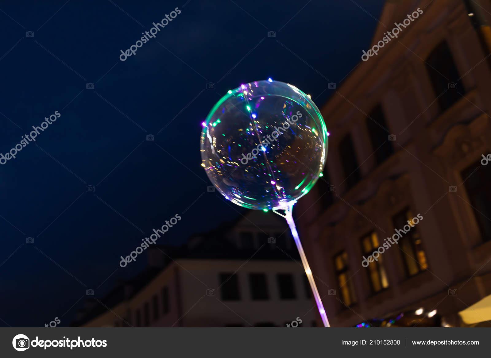 Ballonnen Met Licht : Lublin polen jul led doorzichtige ballon met veelkleurige