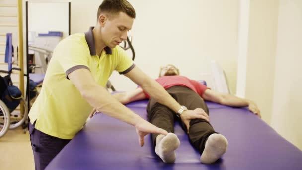 Doktor tom nohu cvičení pro zdravotně postižené muže