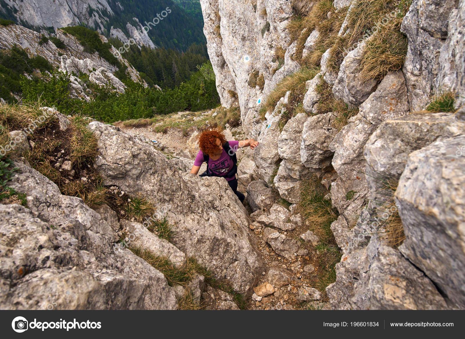 Klettersteig Weibl : Frau freies klettern auf einem klettersteig den rocky mountains
