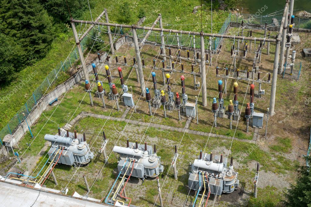Powerplant with transformers and electrical coupling in the mountains