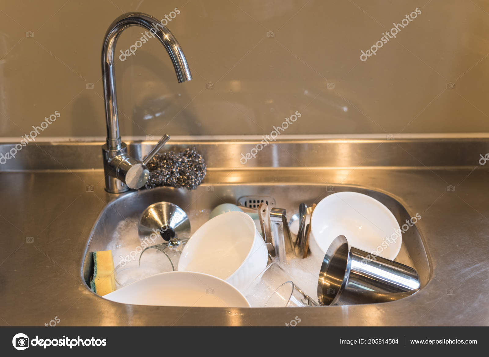 Dirty Dishes Kitchen Sink Water Home — Stock Photo © elwynn #205814584