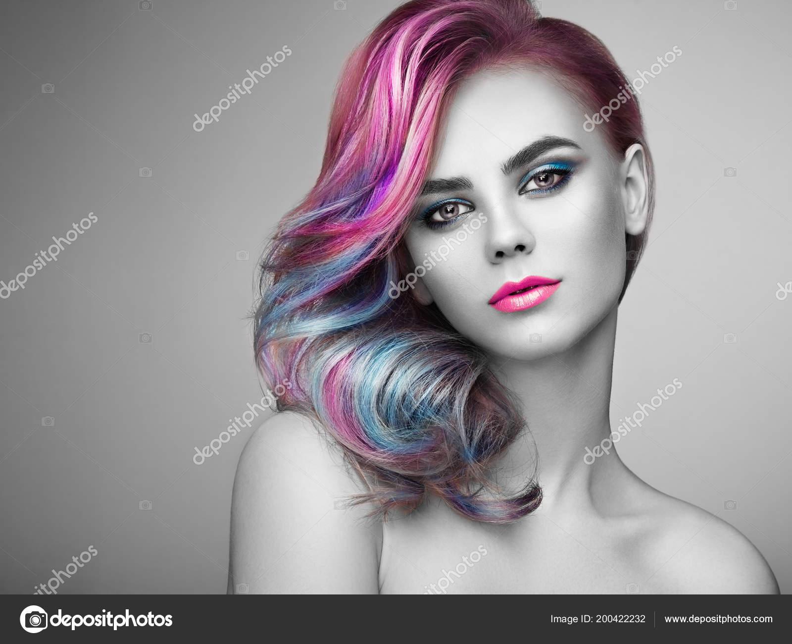 Uroda Moda Model Dziewczyna Kolorowych Włosów Farbowanych