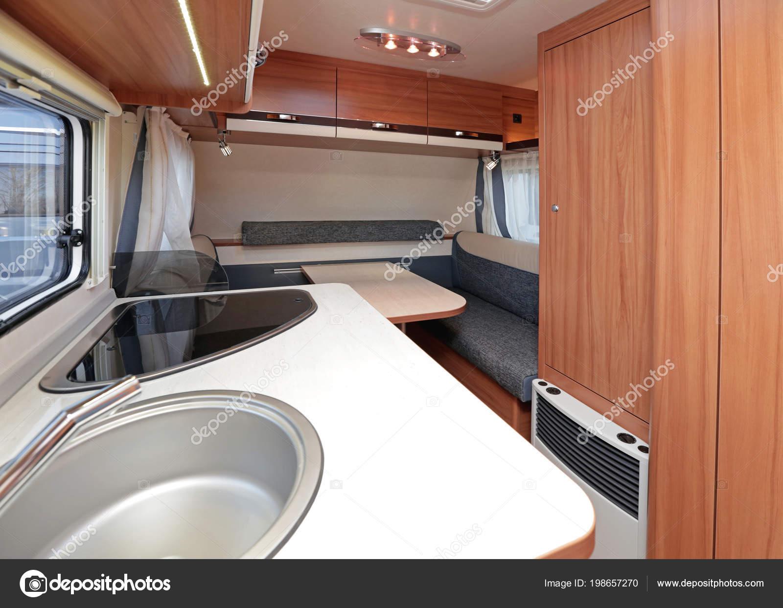 Küchentheke Und Essen Tablein Camping Van Interieur — Stockfoto ...