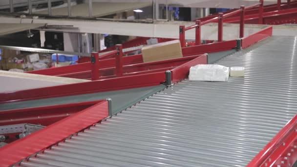 Elosztó raktár szállítás szállítási válogatás szállítószalag
