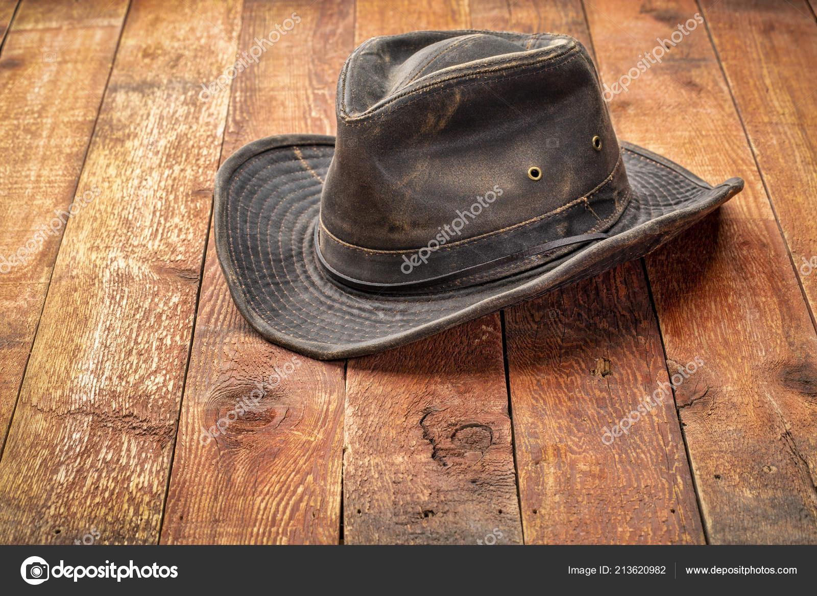 Máquina Sombrero Outback Madera Rústico Granero Rojo — Foto de stock ... 1cec475c1d4