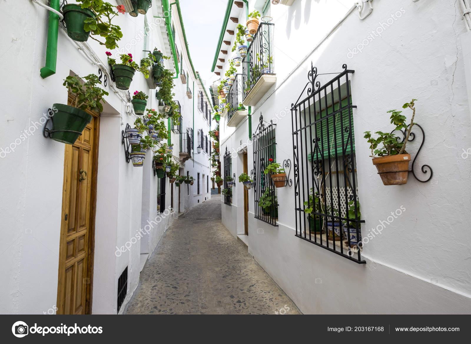 Weißen Architektur Und Traditionelle Andalusische Dekoration ...