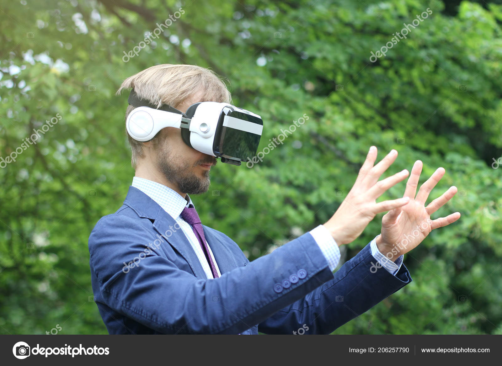 94fddfbf9d1b Young Bearded Man Suit Uses Virtual Reality Glasses Outdoor Future — Stock  Photo