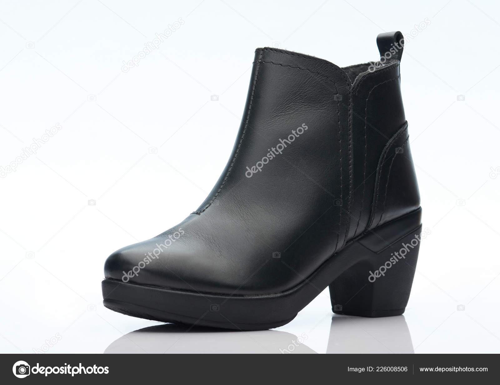 Негритянка в кроссовках