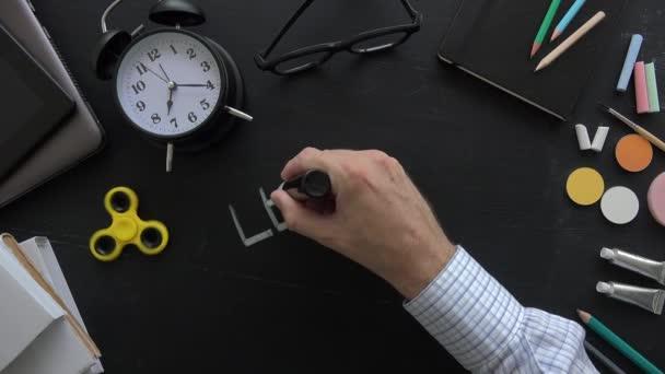 Učitel psaní lekci jeden na tabuli