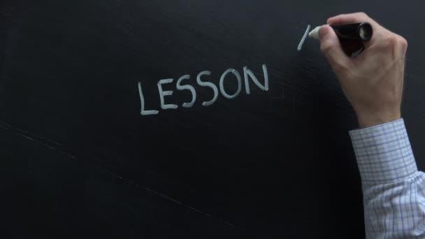 Učitel psaní lekci, jeden na školní tabule