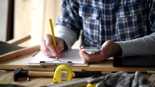 Carpenter Making Project Calculation Using Smartphone App Small Business  Woodwork