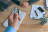 Obchodní úplatek peníze a korupce