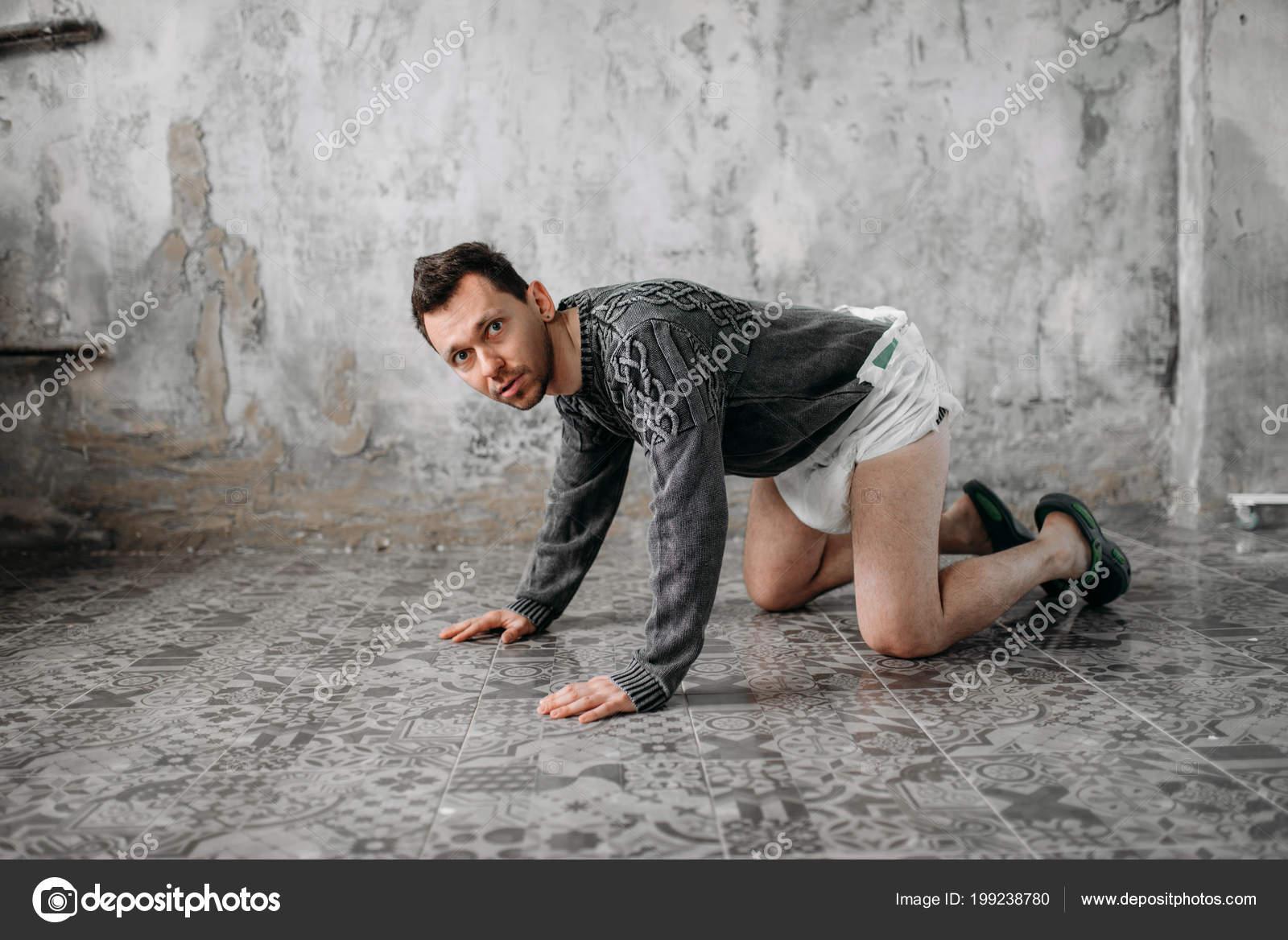 Freak man luier grunge kamer interieur u2014 stockfoto © nomadsoul1