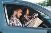 Mužské instruktor, přičemž zkouška, studentka jednotky vozidla, řídit auto, car koncepci školy. Test pro začátečníky