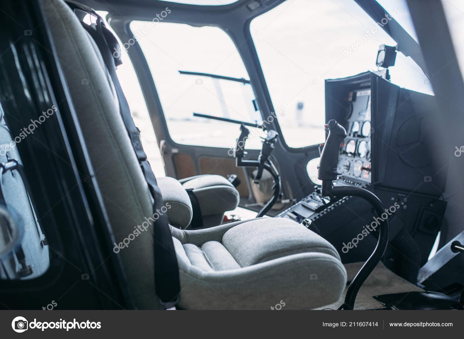 intrieur cabine hlicoptre panneau ct vue depuis porte ouverte