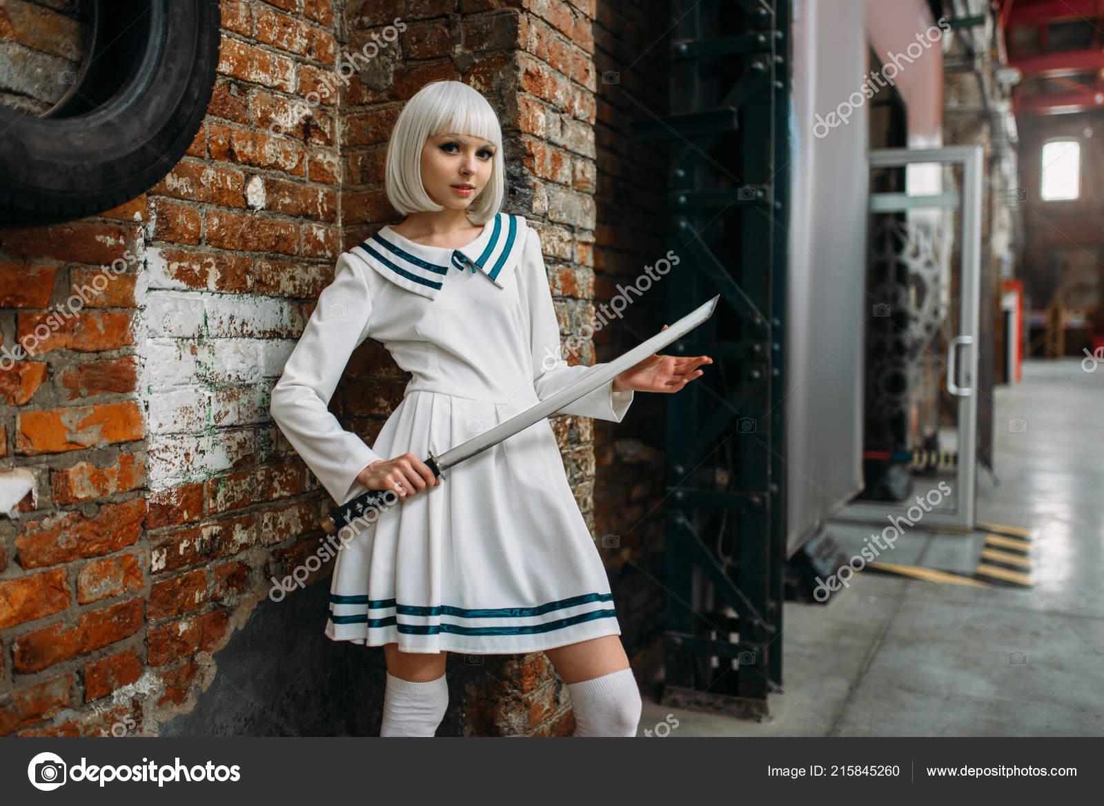 Сексуальные девушка с мечом