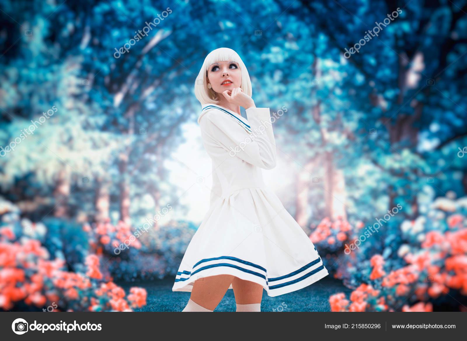 c95c4b0f673c Atraktivní Anime Stylu Blond Žena Makeupem Cosplay Japonská Kultura ...