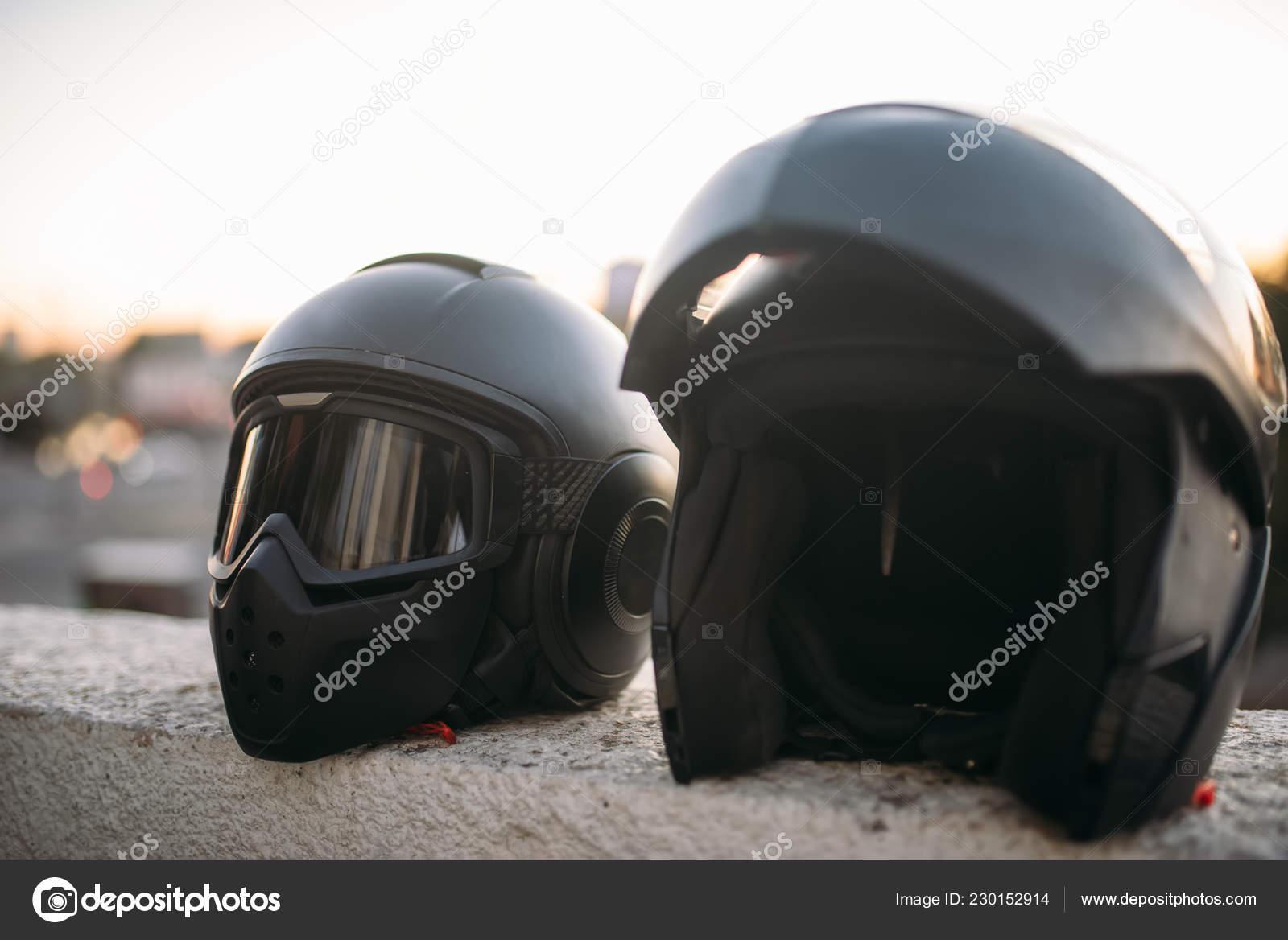 — De Del Con Dos Cascos Foto Vista Motorista Gafas Sol Visera Cerca qVGSUzMp