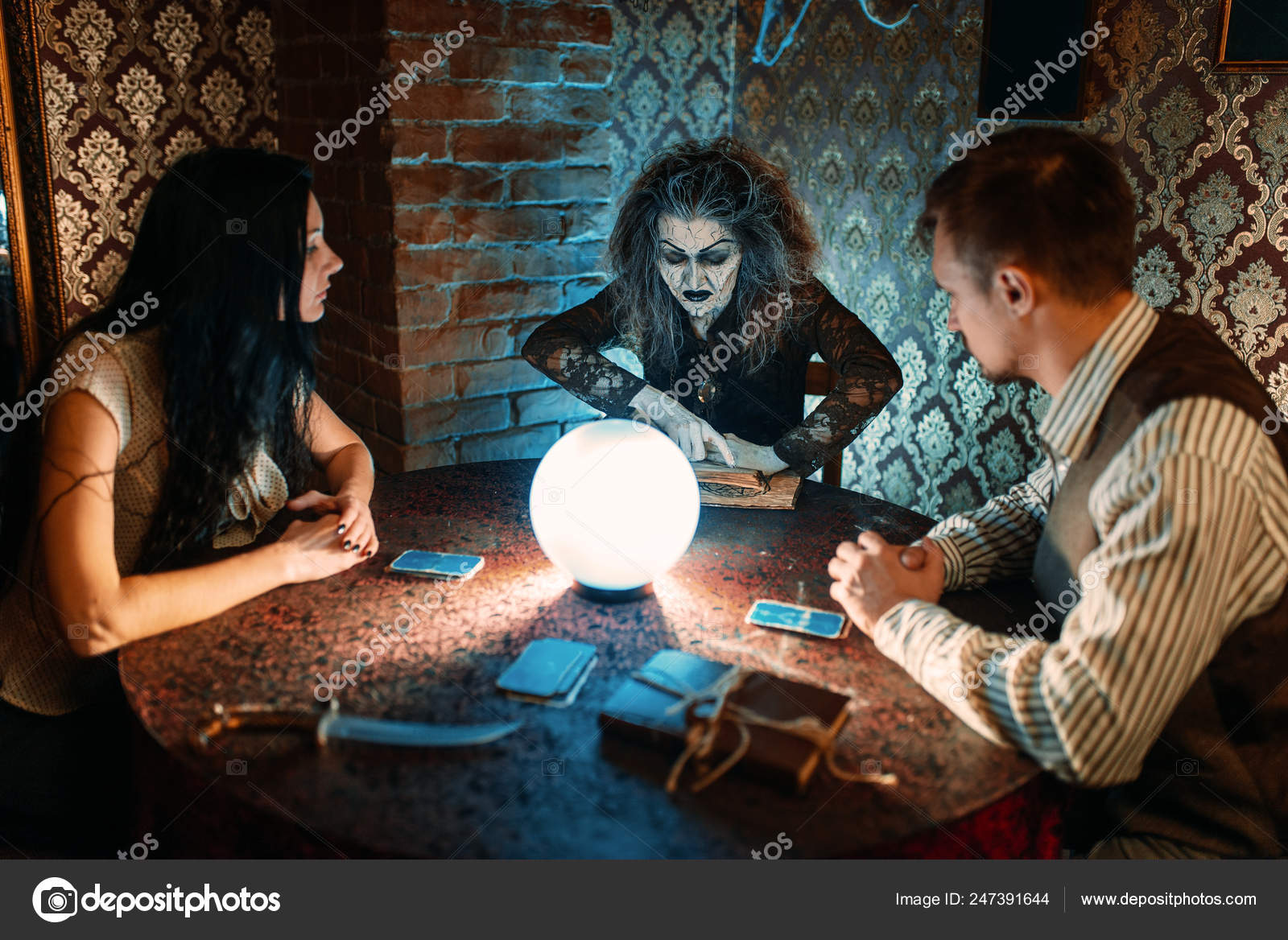 Female Foreteller Calls Spirits Witchcraft Scary Witch Reads