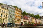 Výstavba fasád, stará architektura tradiční, Karlovy Vary, Česká republika, Evropa. Evropské město, slavné místo pro cestování a cestovní ruch