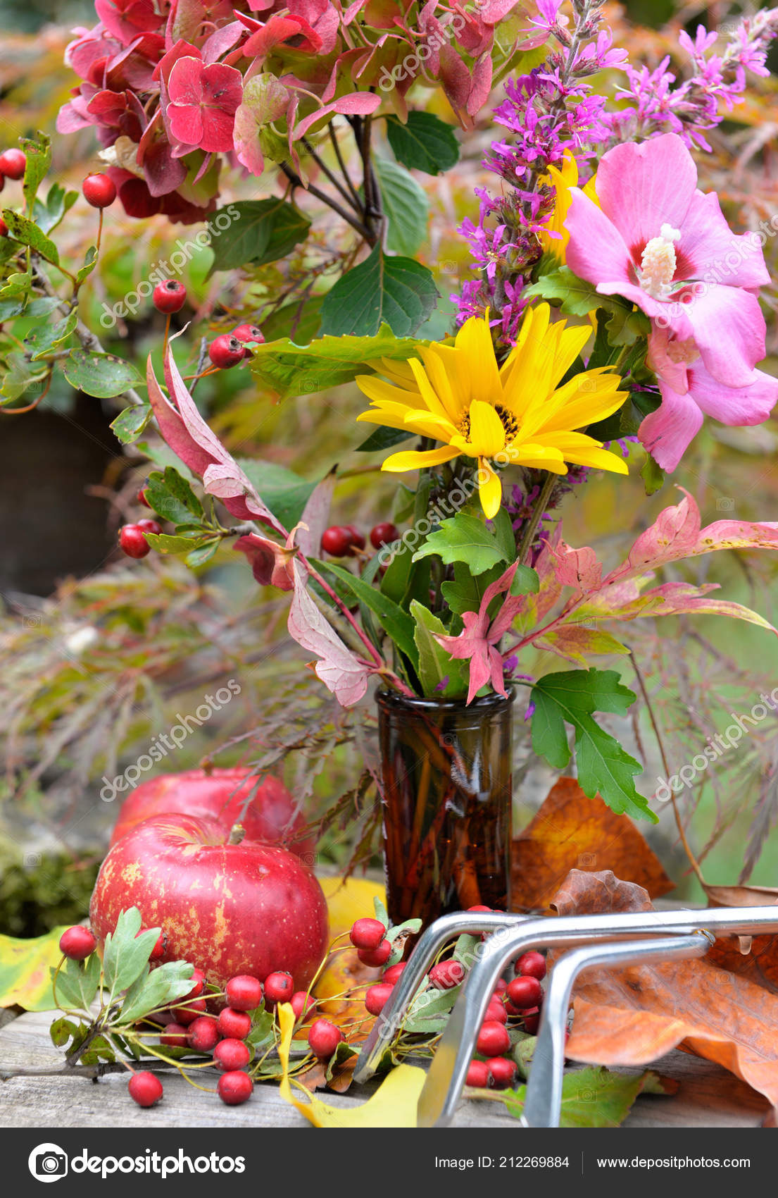 Close Beautiful Colorful Bouquet Flowers Red Apples Leaf Garden ...