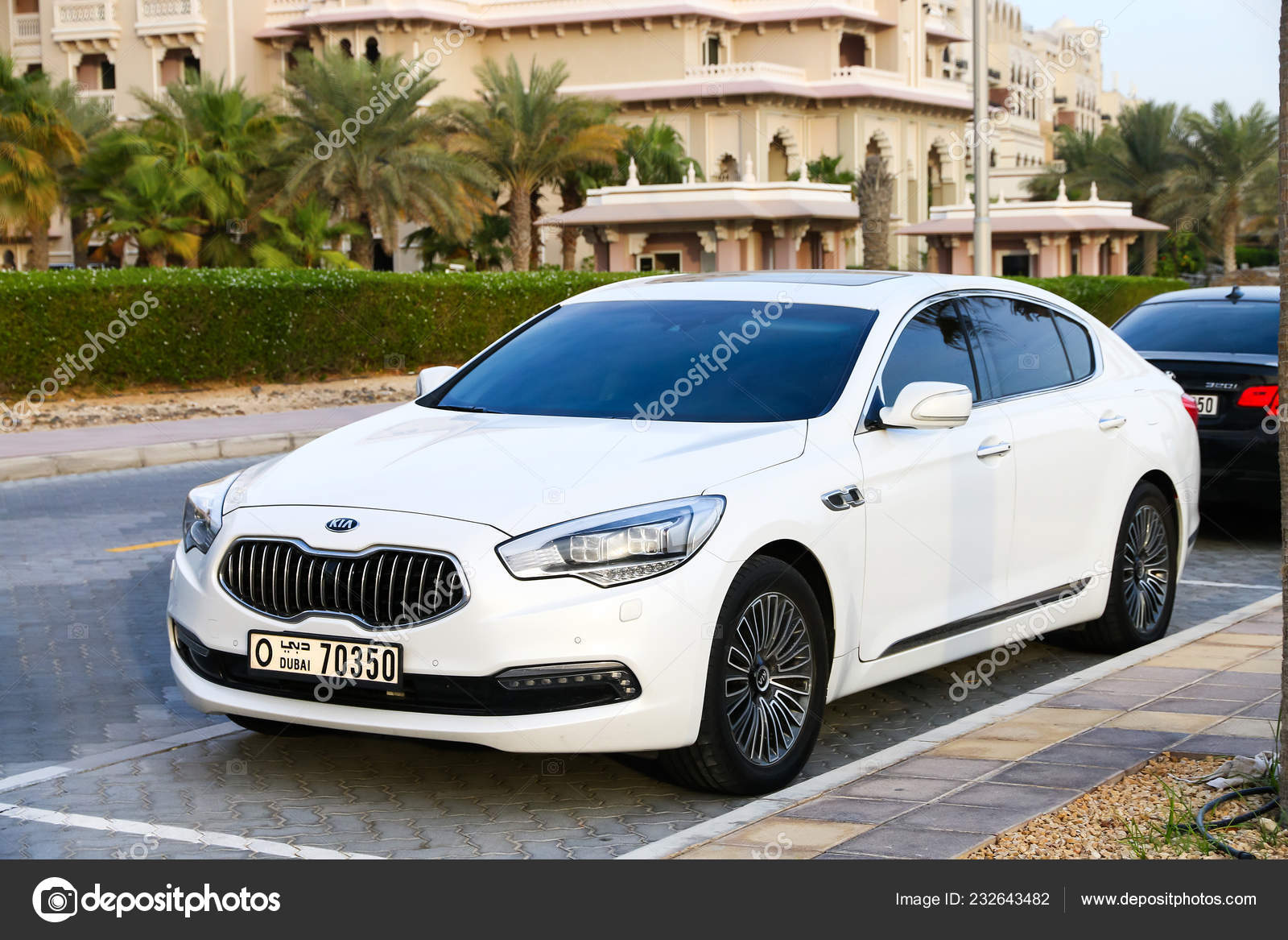 Dubai Uae November 2018 Motor Car Kia Quoris City Street Stock Editorial Photo C Artzzz 232643482
