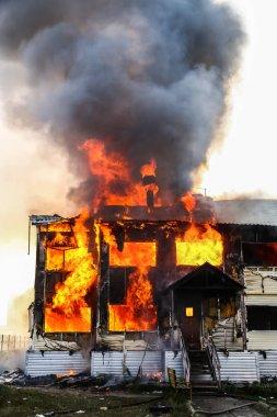 Eski ahşap evde yangın