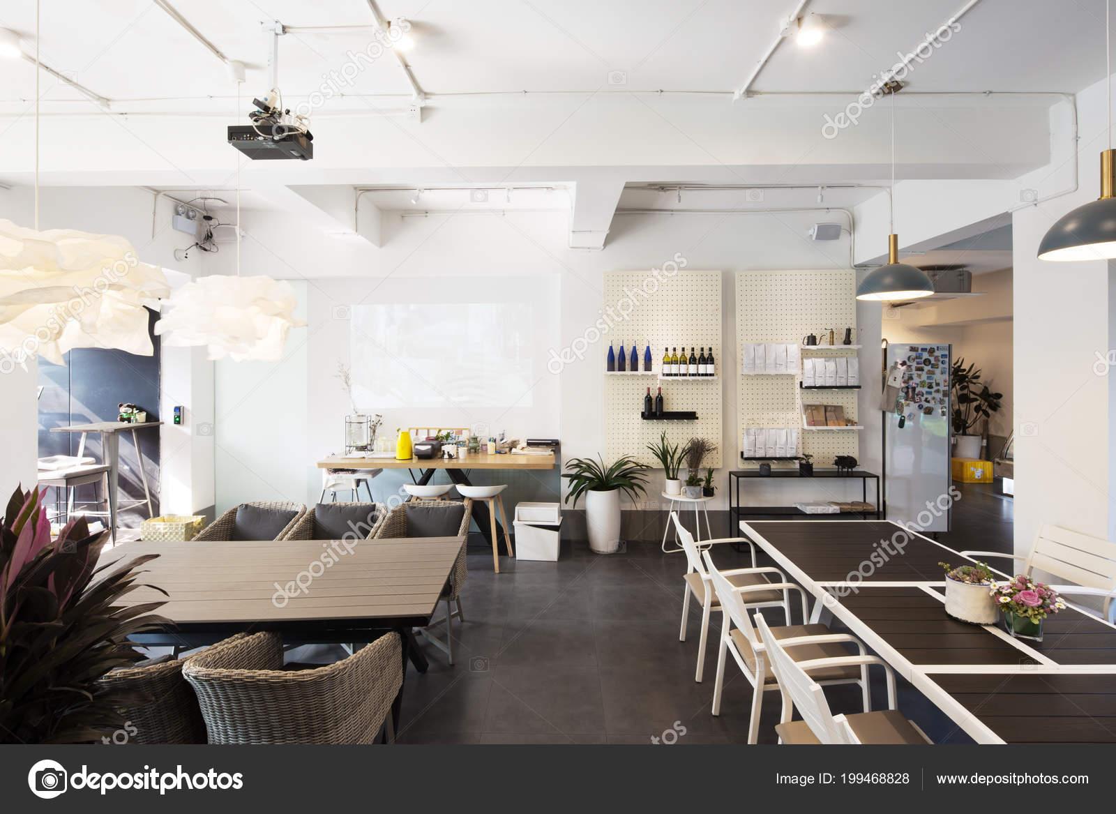 Interieur Des Restaurants Mit Moderner Einrichtung — Stockfoto ...
