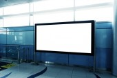 prázdné billboard v moderní budově