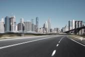 Photo asphalt street with modern city New York