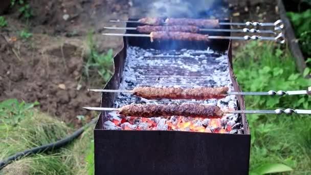 Hús, a nyársat, és a forró parázs-ban egy parázs