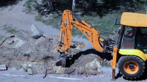 Silniční technika funguje na ulici jako součást městské infrastruktury