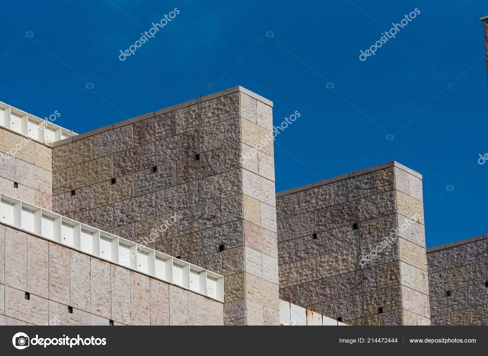 Dettagli parapetto della facciata edificio pubblico architettura