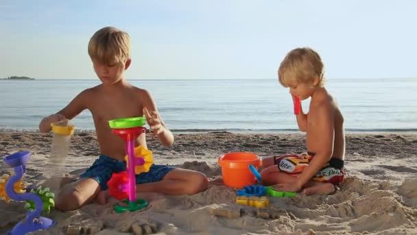 Arena Vacaciones Verano Playa Con Juguetes Jugando Niños 54AjL3R
