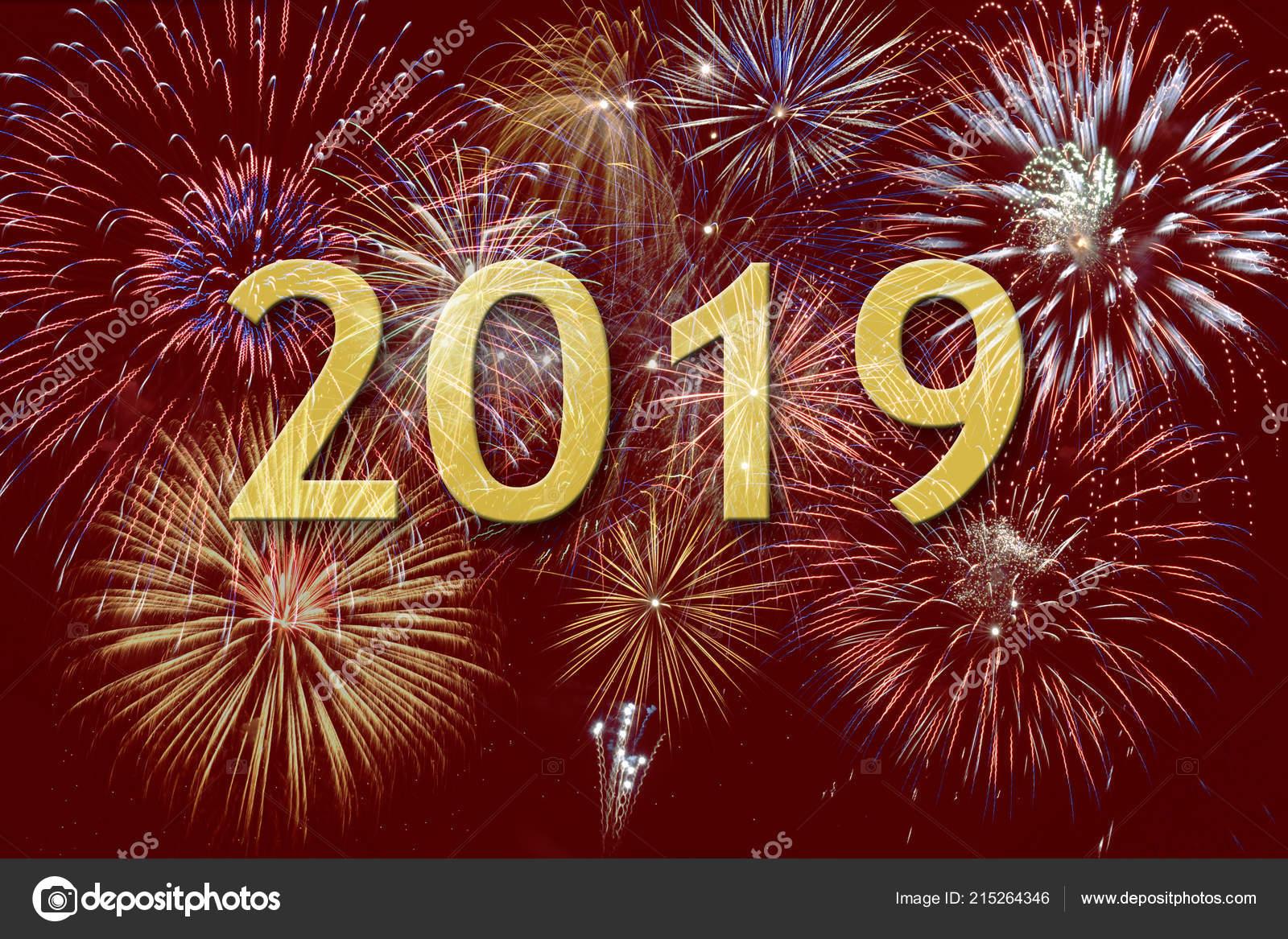 Fuegos Artificiales En Silvester Y Dia De Ano Nuevo 2019 Foto De