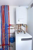 Potrubí a kotel plynový topný systém v domě
