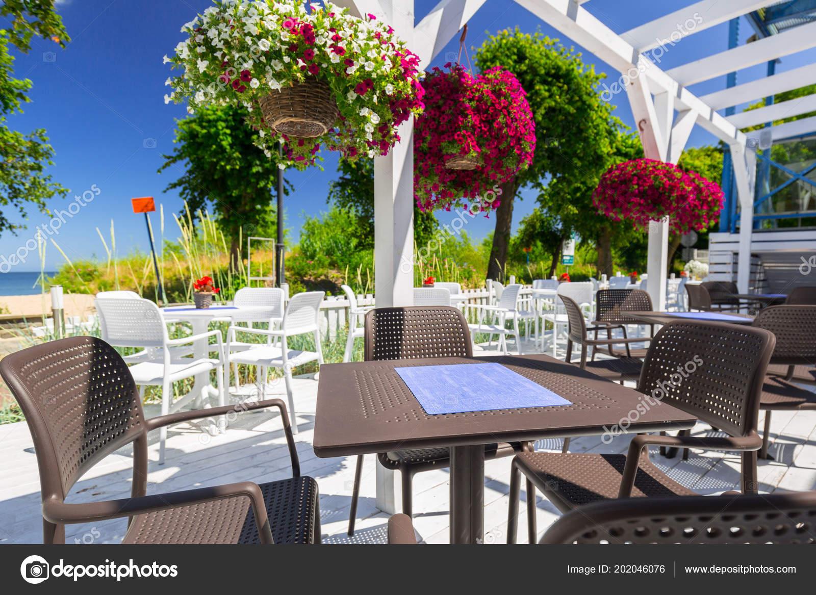 Schöne Weiße Terrasse Garten Meer — Stockfoto ...