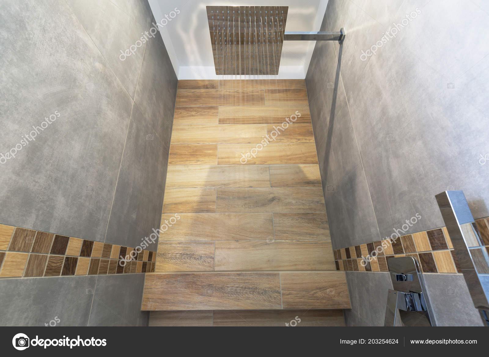 Decorazioni In Legno Per La Casa : Nuovi interni bagno casa tegole cemento grigi con decorazioni