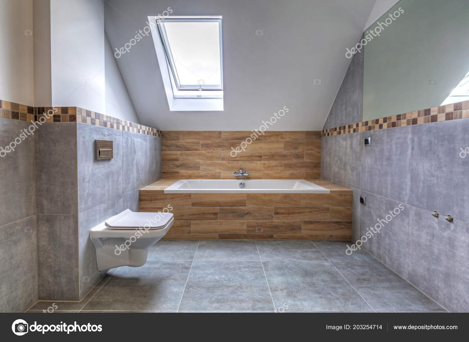 Nowe Wnętrze łazienki Domu Szare Płytki Betonowe Wykończone