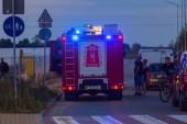 Pruszcz Gdanski, Polsko - 15 července 2018: Auto hasičů v akci na ulici Pruszcz Gdanski, Polsko. Havarijní služba