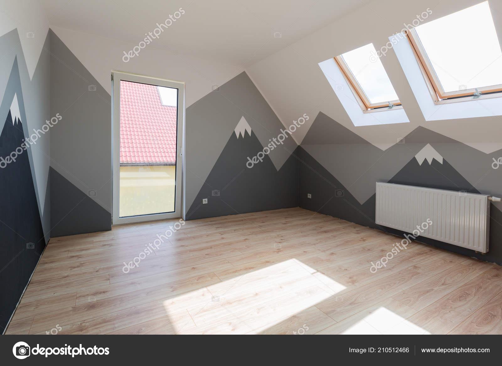 Vernici Cameretta Bambini : Camera letto bambini con vernice montagne nuovo pavimento laminato