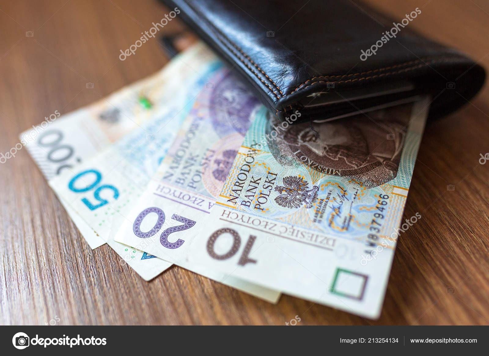 marca popular vendido en todo el mundo acogedor fresco Cartera Con Billetes Zloty Polaco — Foto de stock ...