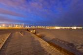 Fotografie Sopot pier v Baltském moři molo za soumraku, Polsko