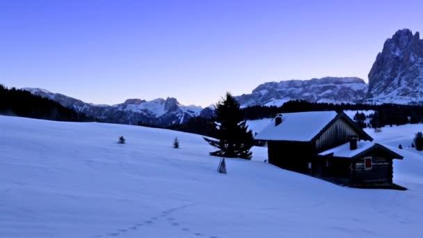 Wintersonnenaufgang über der Seiser Alm, Dolomiten, Italien